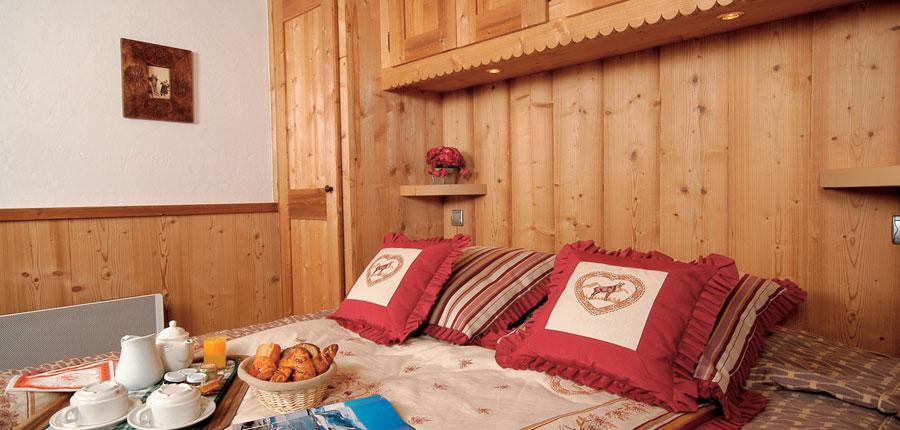 france_three-valleys-ski-area_meribel_eterlou-apartments_bedroom1.jpg